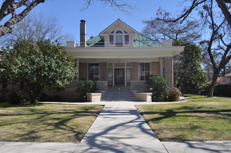 Sir Lawrence Guest House - Downtown New Braunfels--Walk to Everything - New Braunfels - rentals