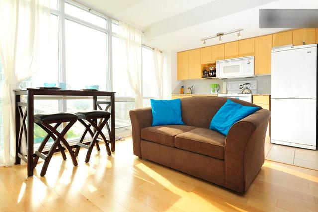 living room with dining nook - Downtown Condo with View of CN Tower - Toronto - rentals