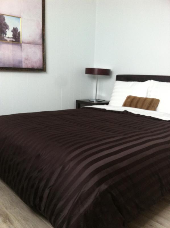 chambre/bedroom 1 - Centre-ville/Downtown Mont-Tremblant (St-Jovite) free WIFI gratuit - Mont Tremblant - rentals