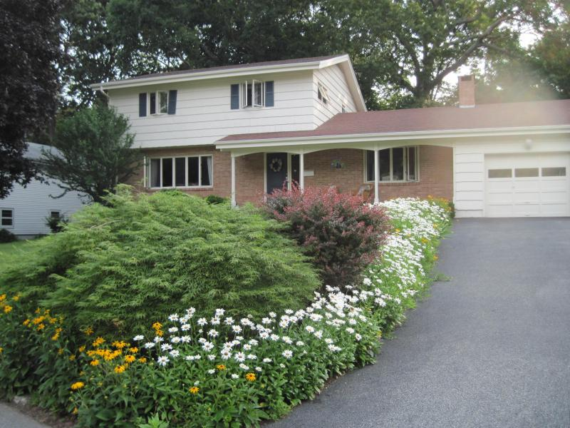 Home Sweet Home - Great Space, Beautiful Yard - New London - rentals