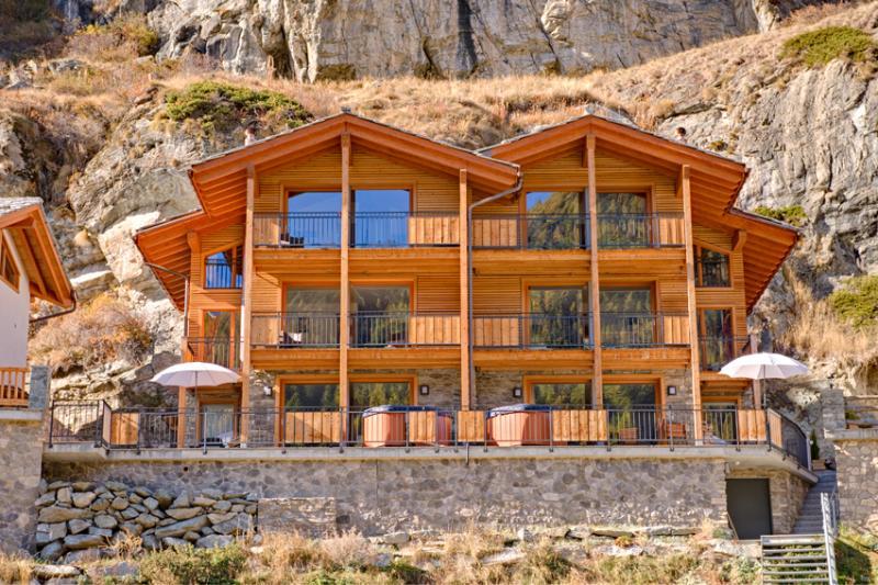Tucked against a beautiful hillside, the balconies and large terraces give you superbe views. - Chalet Castor Mountain Exposure Zermatt - freestanding, independent, hot tub - Zermatt - rentals