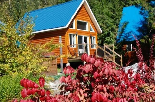 The Mackenzie Cabin is only 40 meters from the shore of Griffin Lake and offers beautiful views. - Mackenzie Cabin at Griffin Lake - Revelstoke - rentals