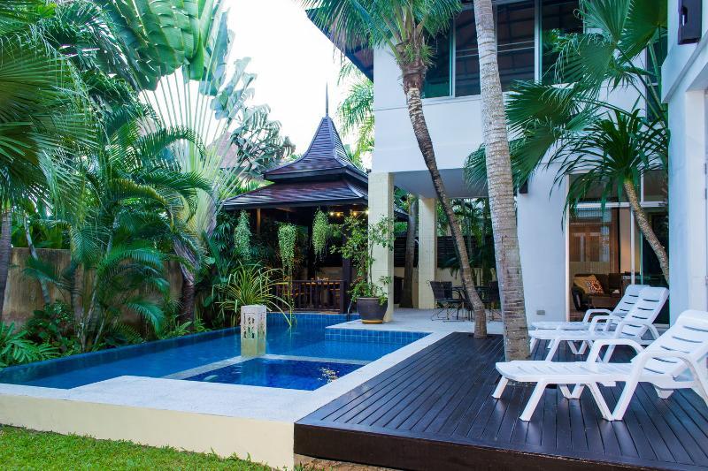 Private pool & garden - Jomtien Beach Deluxe Villa sleeps 10 - Jomtien Beach - rentals