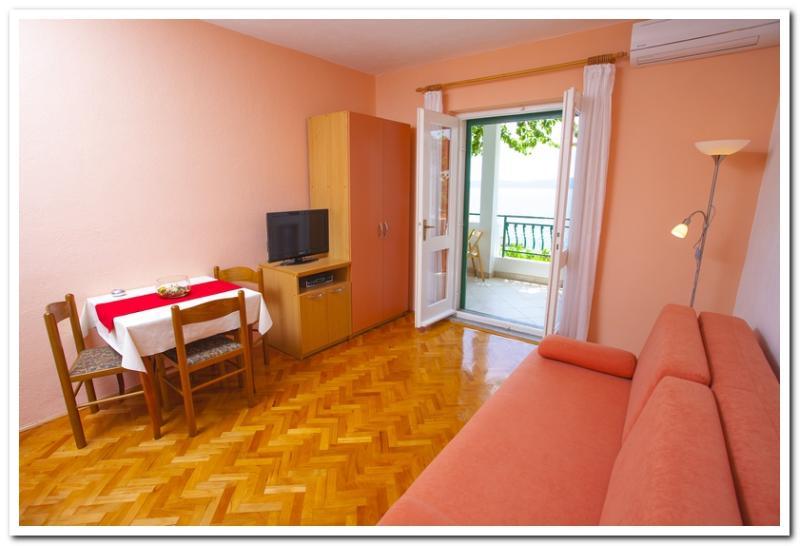 Apartmani Kunac: Apartment 5 - Image 1 - Podgora - rentals