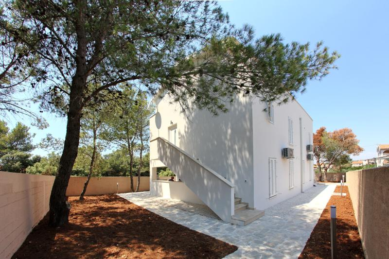 Outside view - Pine wood - Vila Moli Apartments- 2 Bedroom Lux Apartment Mili - Zadar - rentals