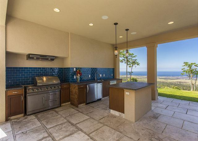 Outdoor Grilling and Mini Kitchen - Spacious 4400 square foot, 4 bedroom, 4.5 bath Private Estate-PHAlahee - Kailua-Kona - rentals