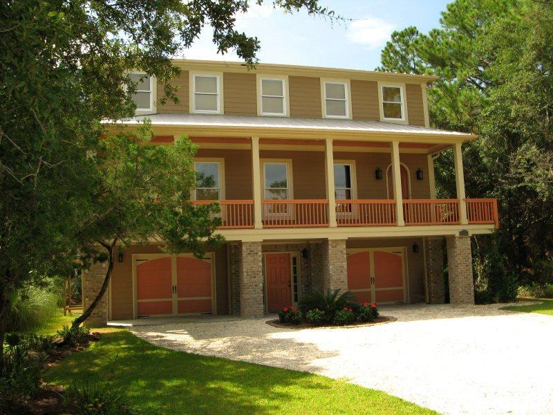 1014 Bay Street - Built with the Family Vacation in Mind - The Pelican House - Small Dog Friendly - FREE Wi-Fi - Image 1 - Tybee Island - rentals