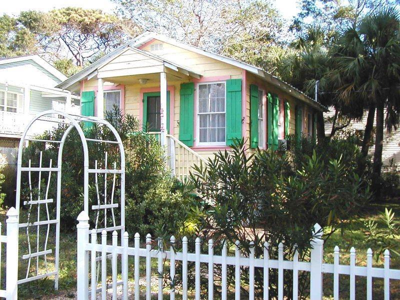 #1514 2nd Avenue - Sunburst Cottage - Small Dog Friendly - Image 1 - Tybee Island - rentals