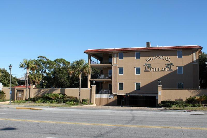 Brass Rail Villas - Unit 117 - Swimming Pools and Spa - FREE Wi-Fi - Very Small - Image 1 - Tybee Island - rentals