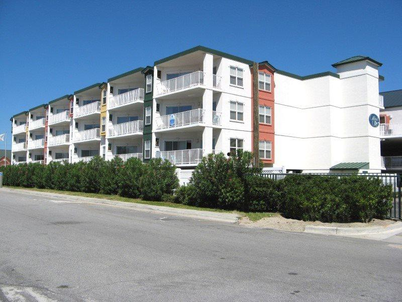 Gull Reef Club Condominiums - Unit 633 - Swimming Pools - Easy Beach Access - Restaurant - FREE Wi-Fi - Image 1 - Tybee Island - rentals