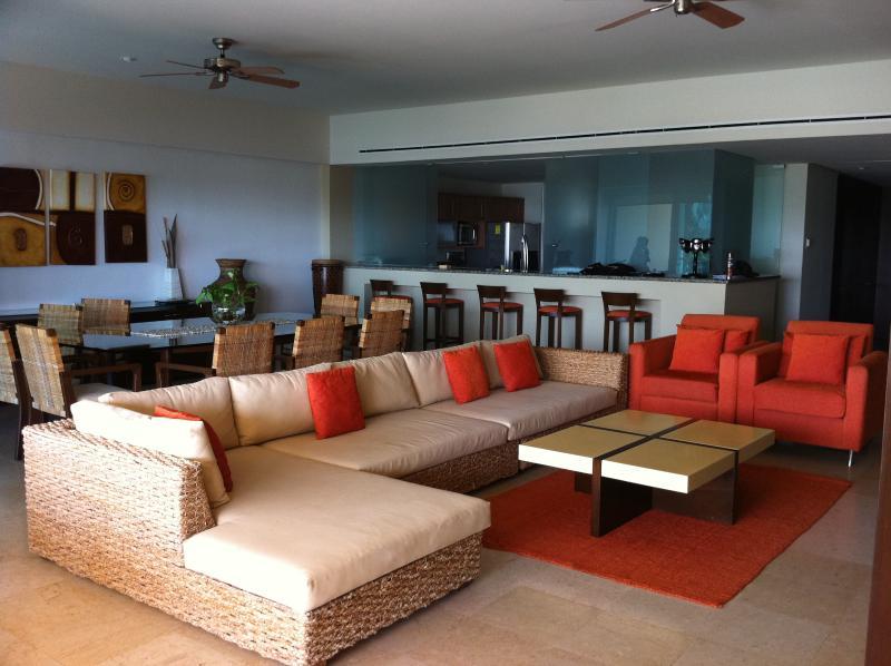Luxury Front Beach Apartament in Acapulco - Image 1 - Acapulco - rentals