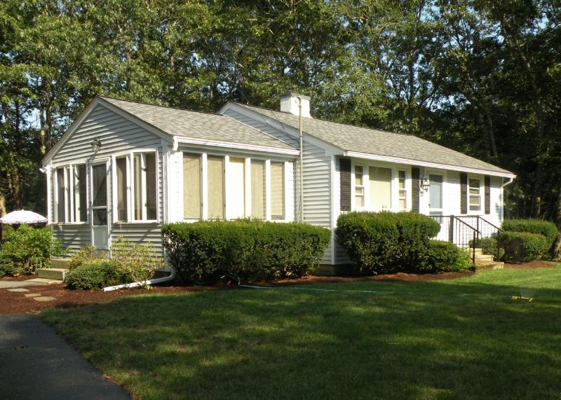 Our Cute Home - Cute Osterville Cottage/ Desirable Wianno Village/ Walk to beach and village FREE PASS - Osterville - rentals