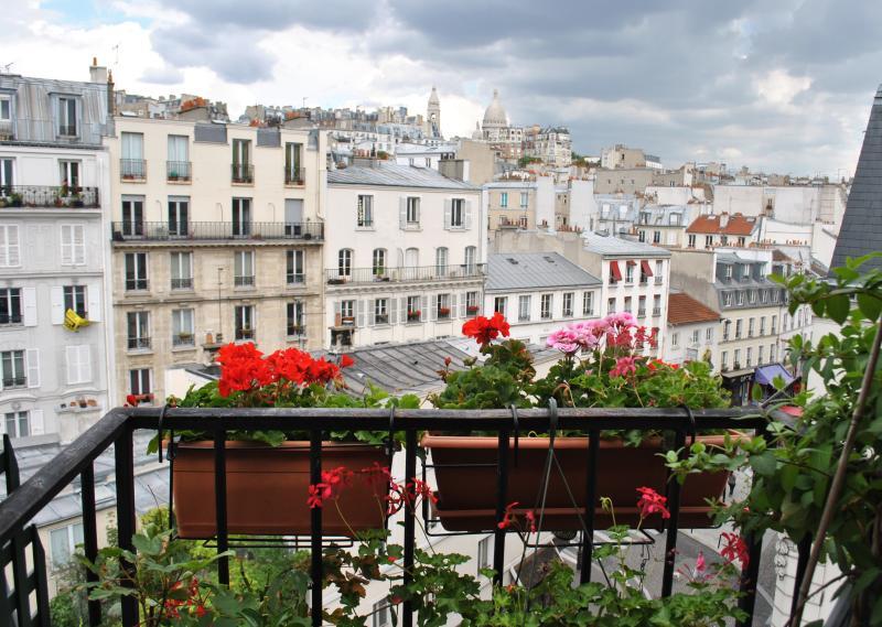 view Sacré Coeur - Charming Paris Apartment at Studio Romantique Montmartre - Paris - rentals