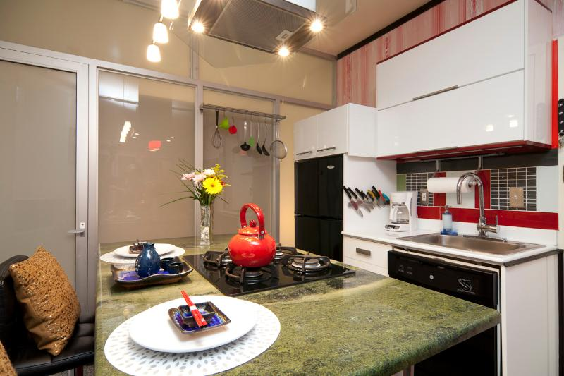 MIN 30 DAYS | Modern 1.5 Bedroom Suite Near Subway - Image 1 - New York City - rentals