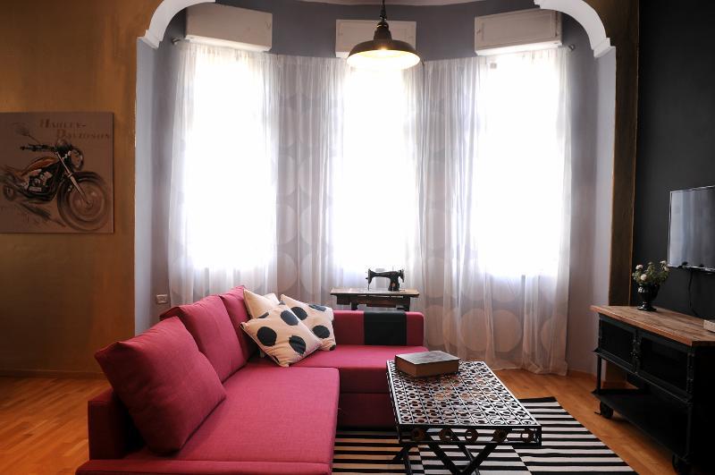 Eclectic Apartment - Deluxe - Image 1 - Gedera - rentals