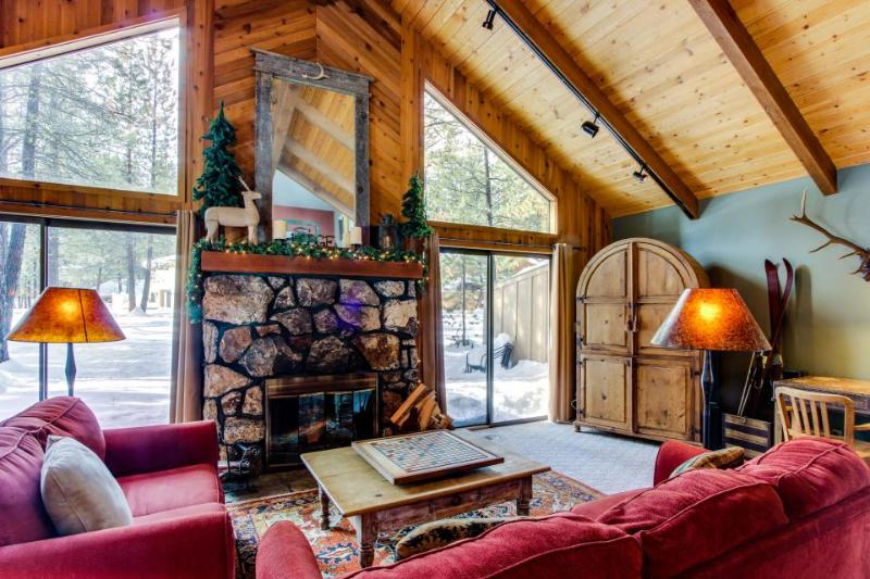 Dog-friendly home close to town w/ forest views & SHARC access - Image 1 - Sunriver - rentals