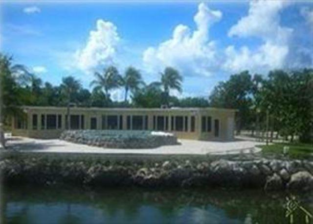 Pool, gulffront, putting green, horsehoes, dockage and more - Image 1 - Marathon - rentals