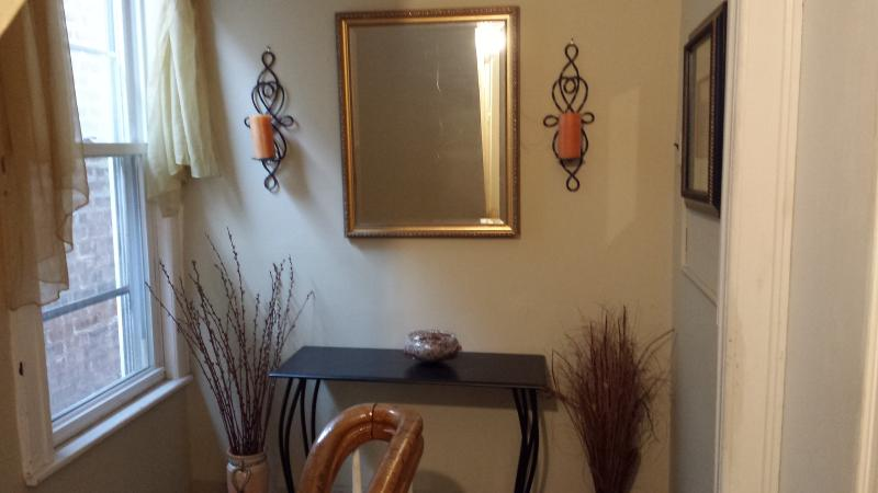 Outside hall - New York City --= 7 Miles Away =-- - Fairview - rentals