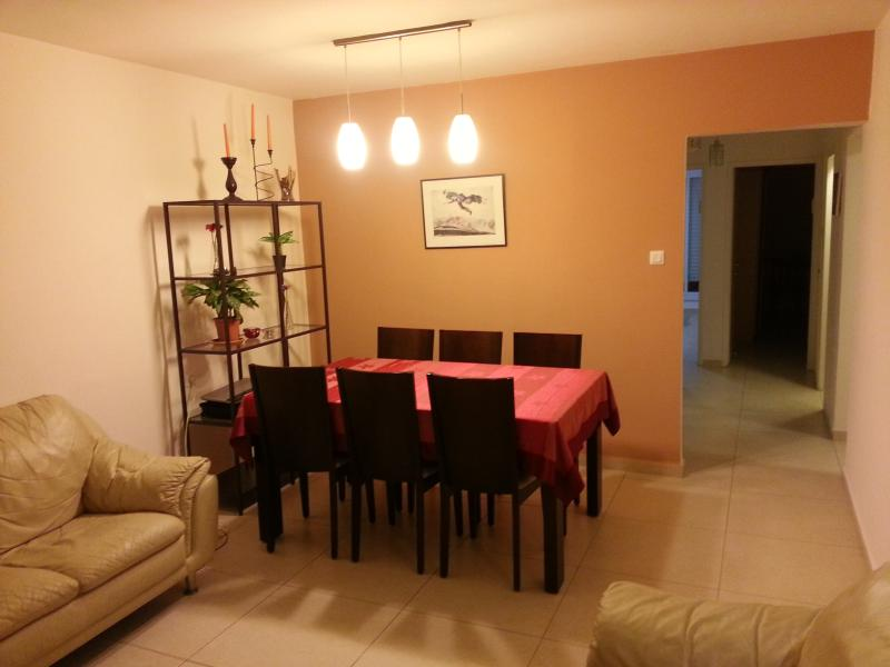 Living room with dining table - A fully Renovated 2 BR apartment near Old Katamon - Jerusalem - rentals