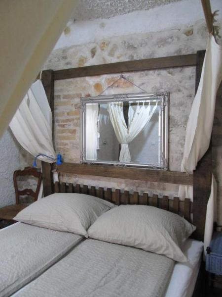 apartment VOLTERA 1 - App Mantova in Old Mediteraneo Village House atSea - Betina - rentals