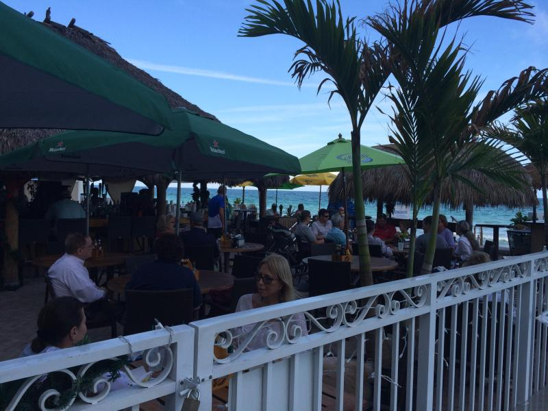 Tiki bar on the pool area - Fort Lauderdale Apartment on the beach - Fort Lauderdale - rentals