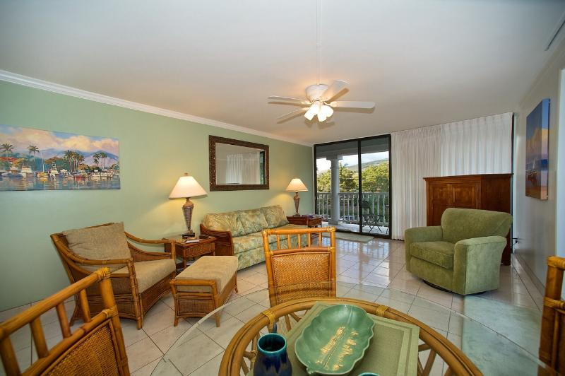 Living room - One Bedroom Suite/Oceanside Lahaina Shores Beach Hotel Resort - Lahaina - rentals