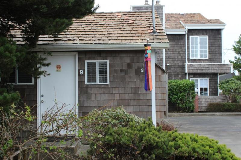 Beaches - Captains Cove Cottage 9 - Image 1 - Cannon Beach - rentals