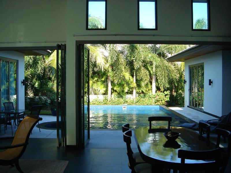 Open up for breezy indoor-outdoor living - California style luxury pool villa - Bangtao beach - Bang Tao Beach - rentals