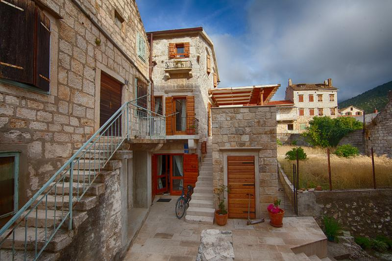 House close to the sea in center of Komiza, Vis - Image 1 - Komiza - rentals