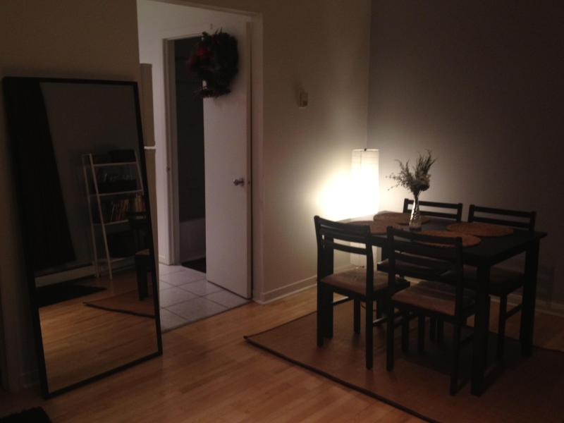spacious living room with 4-seater dining table - Quebec Apartment - Montreal - rentals