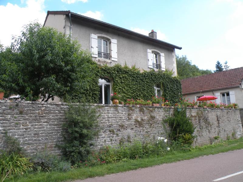 B&B St Sernin du Plain, Bourgogne Burgundy Beaune Pommard Meursault - B&B between Beaune and Chalon-sur-Saone, in the middle of vineyards - Saint-Sernin-du-Plain - rentals