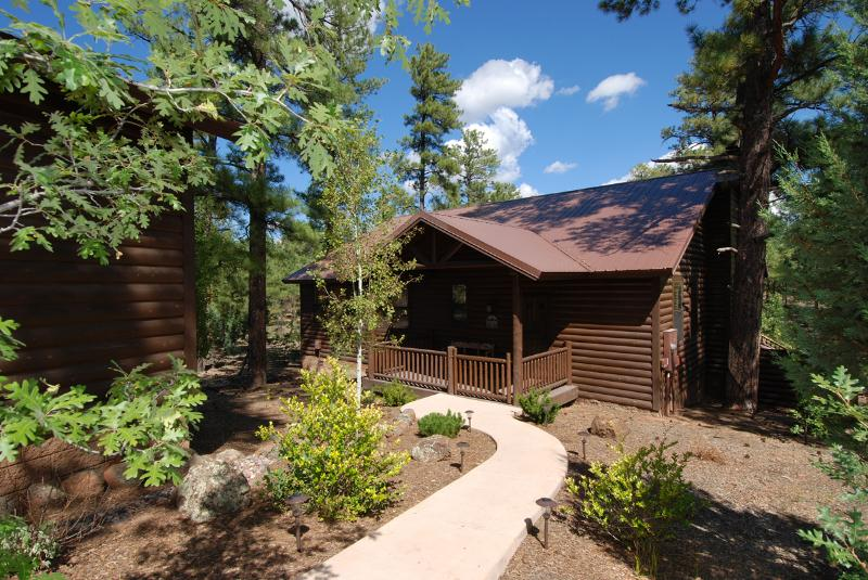 Front of Cabin - Torreon Cabin with Huge Private Deck, Sleeps 8, FREE WiFi - Show Low - rentals