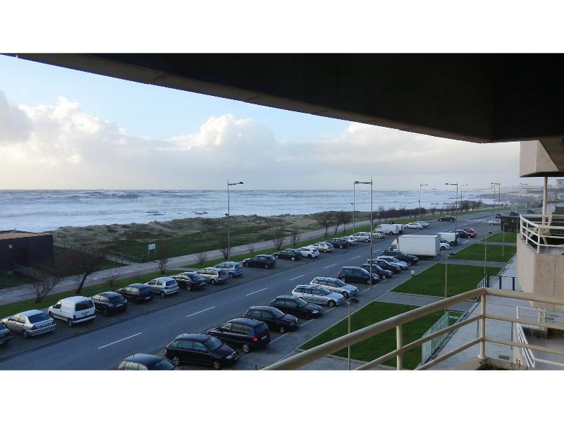 View from balcony - Winter - Beach Front Apartment, Excellent Sea View - Vila Nova de Gaia - rentals