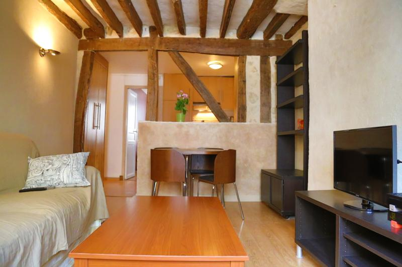 Cosy traditional apartment very close to Madeleine - Image 1 - Paris - rentals