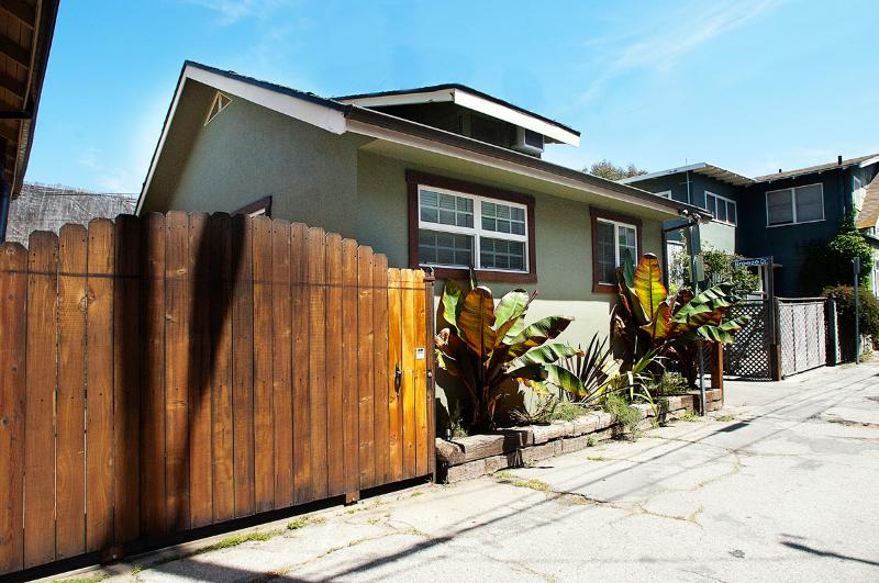Front of house - Beach Bungalow Guest House, 2 bed, block to beach - Los Angeles - rentals