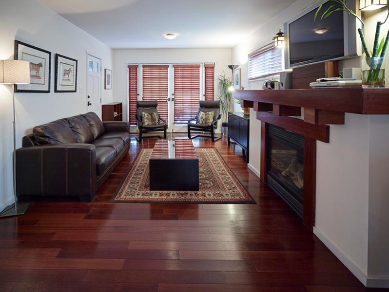 Living room - 2 bed 2 bath Beach Bungalow Duplex, block to beach - Venice Beach - rentals