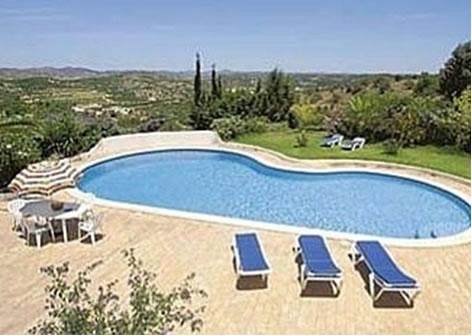 kidney-shaped pool with patio area and sun loungers - Casa Vista Bonita - 2 bedroom farmhouse with pool - Silves - rentals