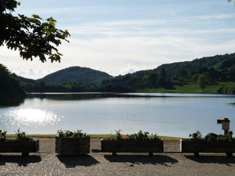 Lakeside near Laguiole - Comfortable Mobilhome - Image 1 - Laguiole - rentals