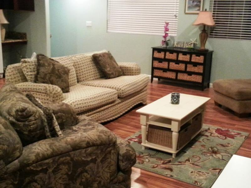 Living Room with over sized furniture - KAILUA DREAMS-PALI, the perfect mix of Beach/Town - Kailua - rentals