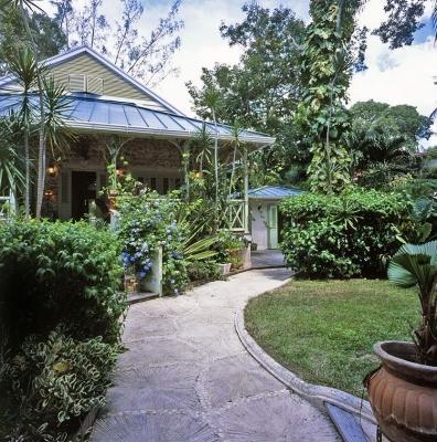 4 Bedroom Waterfront Villa in Paynes Bay - Image 1 - Paynes Bay - rentals