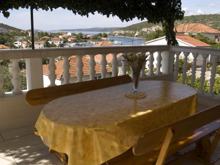 Apartment Lucin-Island Drvenik Veli - Image 1 - Veliki Drvenik - rentals