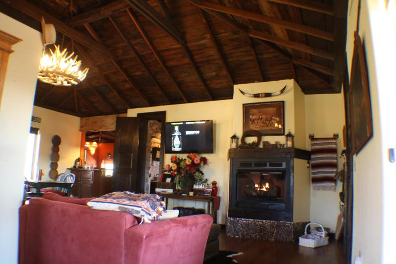 "Large & Luxurious - 47"" Flat Screen TV & 3' Fireplace - The Romantic Mountain Cabin off Hwy Near Lawton, O - Medicine Park - rentals"