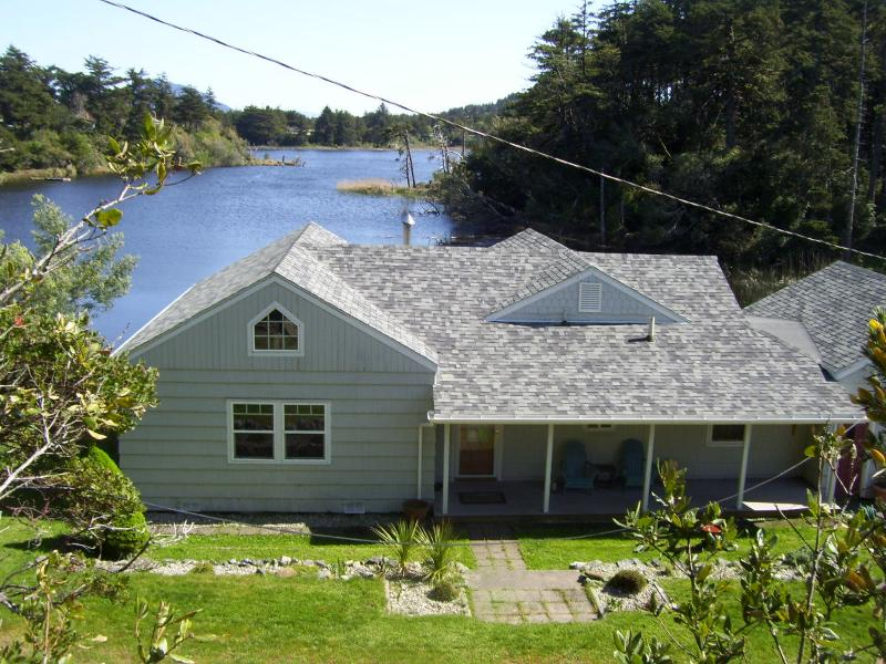 OTTER COVE COTTAGE - Otter Cove On Garrison Lake Port Orford Oregon - Port Orford - rentals