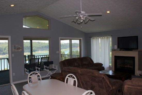 Living Room and Dining Area - 313 Old Waitsboro Road - Bronston - rentals