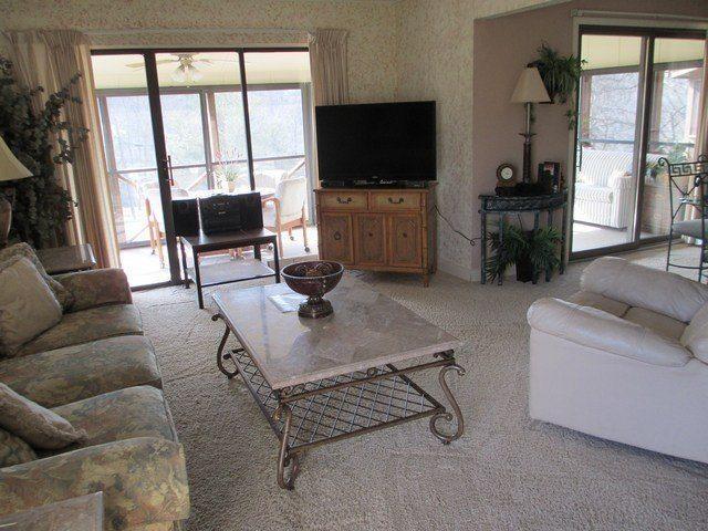 Living Room - 052-2 - Bronston - rentals