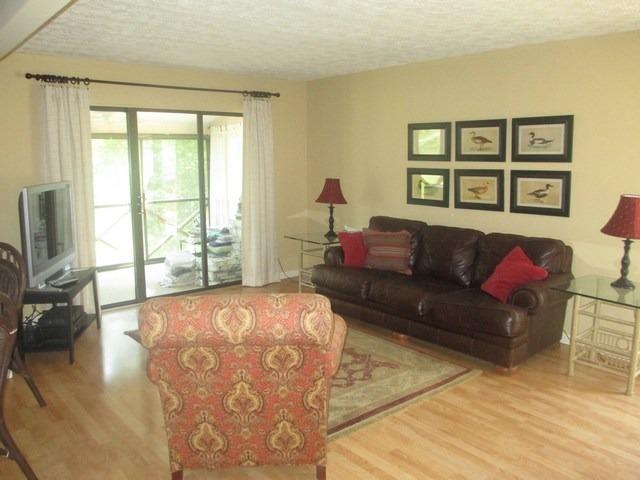 Living Room - 050-3C - Bronston - rentals