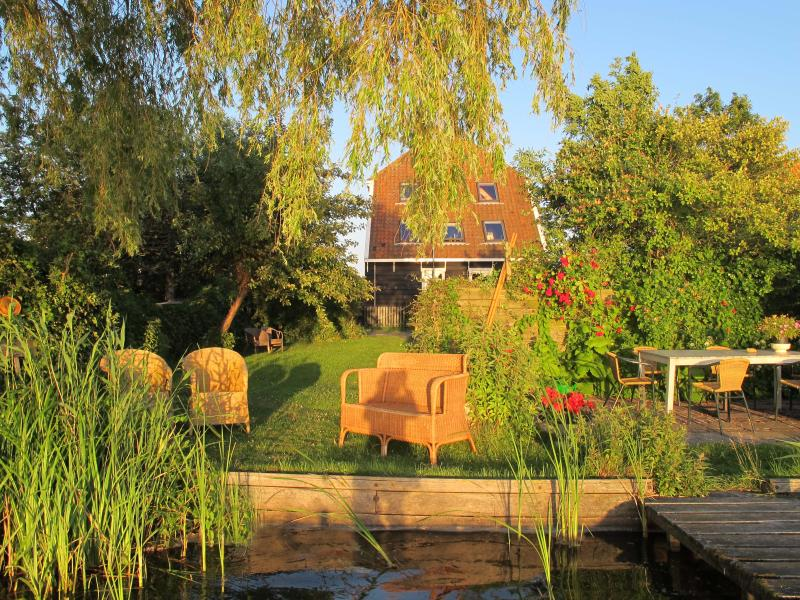The Lake House with garden on the water - The Lake House 20min from Amsterdam centr station - Amsterdam - rentals