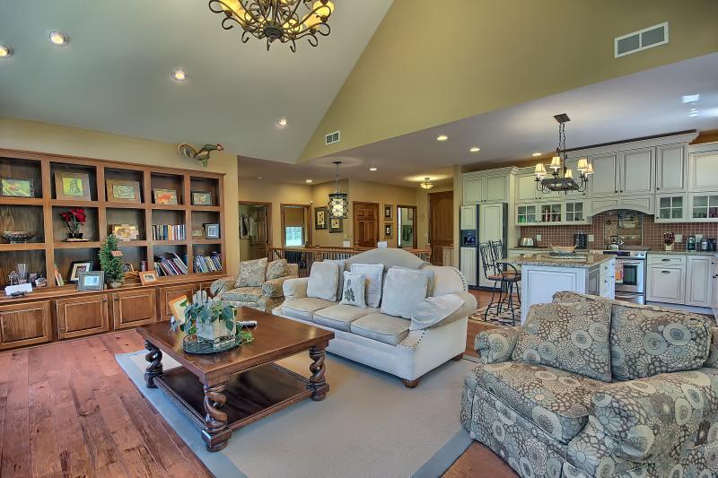 Spacious gathering great room on main floor - 33 scenic acres, pool table, foosball, WIFI - Logan - rentals
