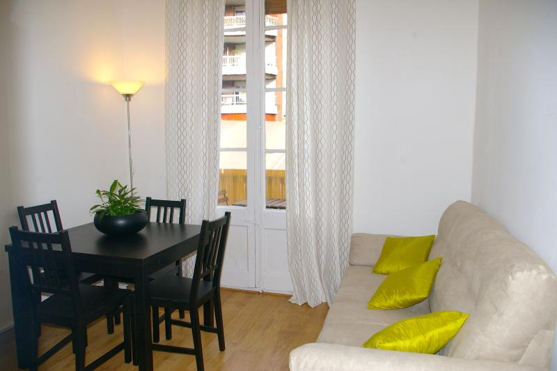 Rent Apartment In  San Antoni Center Of Barcelona - Image 1 - Barcelona - rentals