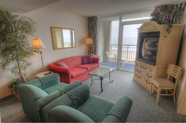 Living Room - Camelot - 2 Bedroom Myrtle Beach Condo Rental with a Jacuzzi - Myrtle Beach - rentals